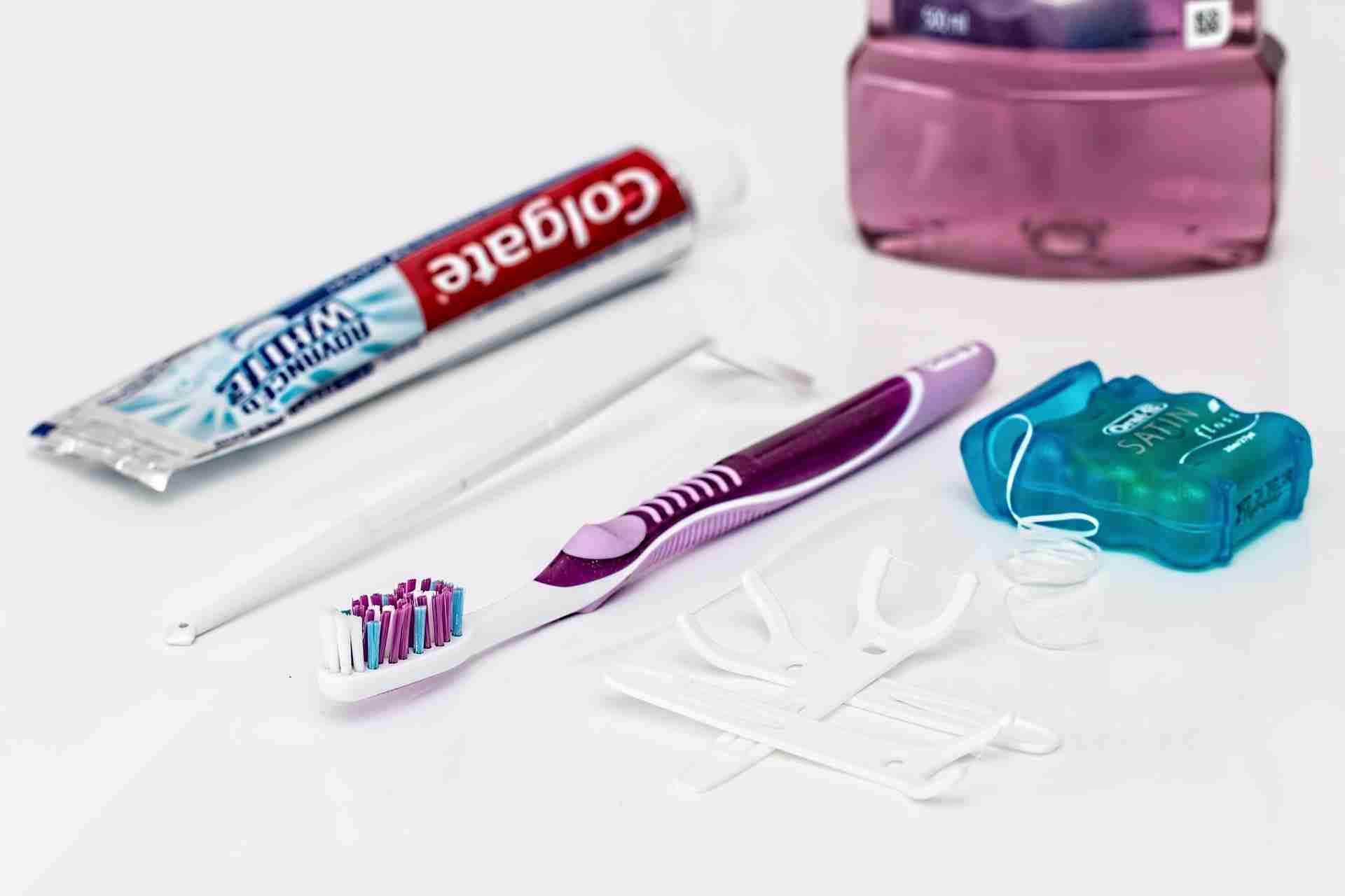 Zahnseide benutzen